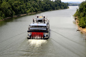 stern-wheeler cruise on Tennessee's Cumberland River